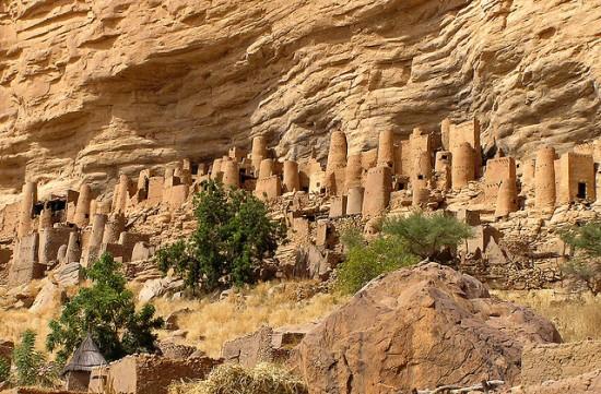 Bandiagara-ville-falaise-550x361